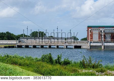 New Orleans, Louisiana/usa - 8/25/2020: Flood Control Structure On The London Avenue Outfall Canal.
