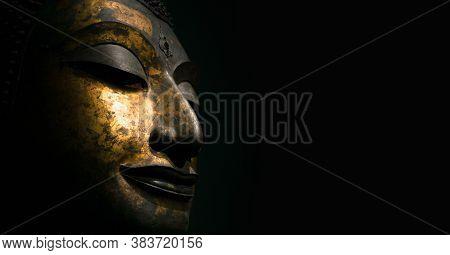 Bangkok, Thailand - Feb 23, 2019: Close Up Thai Ancient Solid Head Of Buddha, Antique Bronze Buddha