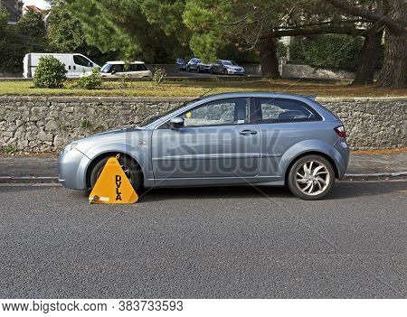 Weston-super-mare, Uk - October 2, 2019: A Car Which Has Been Wheel Clamped By The Driver And Vehicl