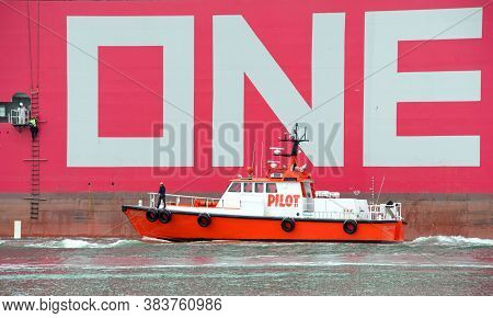 Oakland, Ca - July 31, 2020: Pilot Vessel Golden Gate Retrieving The Harbor Pilot From Cargo Ship On