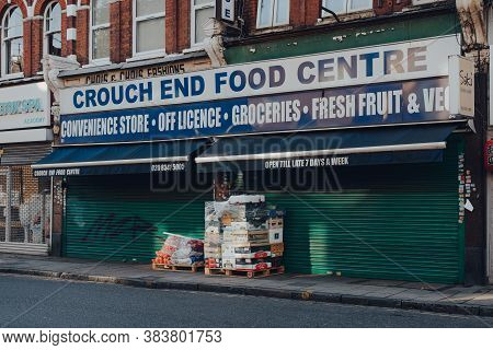 London, Uk - August 20, 2020: Fruits And Vegetables On A Pallet In Front Of A Closed Food Centre In