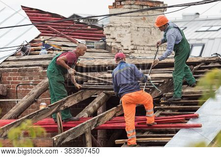 30.08.2020 Russia, Moscow. Replacing The Roof In An Apartment Building . Workers Dismantle The Roof