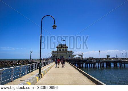 Melbourne, Australia - Dec 26, 2019: View Of The 700m Long L Shaped Pier In Port Phillip Bay, St Kil