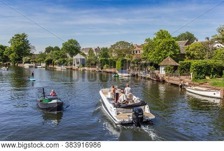 Loenen Aan De Vecht, Netherlands - May 21, 2020: People In Motorboats Enjoying The Summer In Loenen