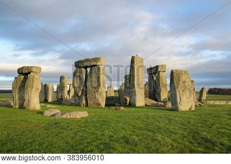 The Stones Of Stonehenge Is Famous Landmark And Nature Beautiful In Wiltshire, England. Unesco World