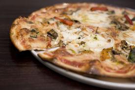 Ziegen Käse und gerösteten Vegatable pizza