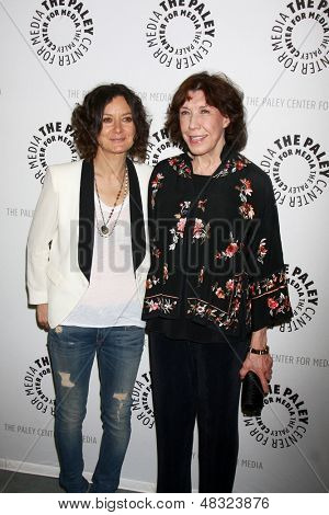 """LOS ANGELES - JUL 16:  Sara Gilbert, Lily Tomlin arrives at  """"An Evening With Web Therapy: The Craze Continues..."""" at the Paley Center for Media on July 16, 2013 in Beverly Hills, CA"""