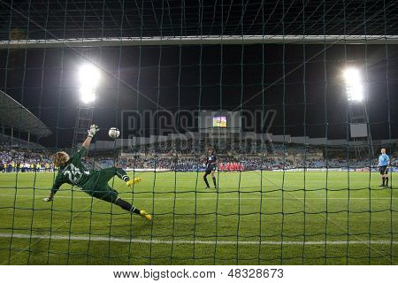 MADRID, SPAIN. 20/05/2010. Potsdam's goalkeeper Anna Felicitas Sarholz in action during the Women's Champions League final  played in the Coliseum Alfonso Perez, Getafe, Madrid.