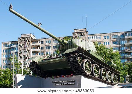 soviet tank t34 monument in Kaliningrad