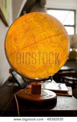 Retro Globe