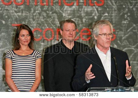 Cameron Diaz with Al Gore and Kevin Wall at a press conference to Announce the Global Climate Crisis Campaign Concert