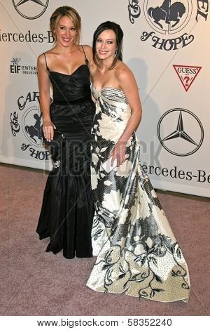 Haylie Duff and Hilary Duff at the 17th Carousel of Hope Ball to benefit The Barbara Davis Center for Childhood Diabetes. Beverly Hilton Hotel, Beverly Hills, CA. 10-28-06