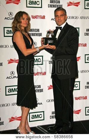Julia Roberts and George Clooney at the 21st Annual American Cinematheque Award Honoring George Clooney. Beverly Hilton Hotel, Beverly Hills, CA. 10-13-06