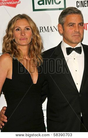 BEVERLY HILLS - OCTOBER 13 Julia Roberts and George Clooney  at the 21st Annual American Cinematheque Award Honoring George Clooney October 13, 2006 in Beverly Hilton Hotel, Los Angeles, California.
