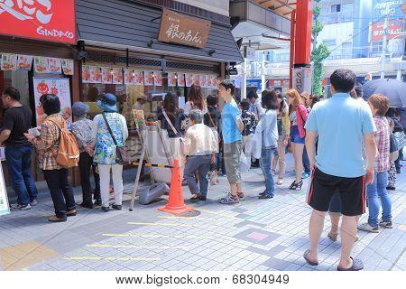 Popular Taiyaki shop queue Nagoya Japan