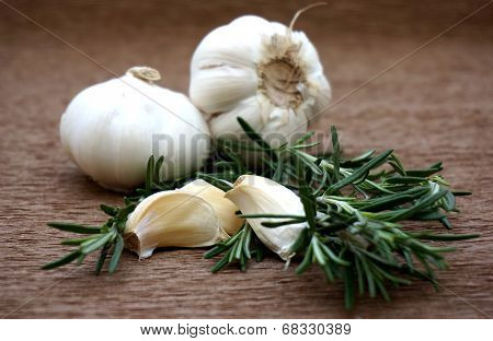 garlic with rosemary