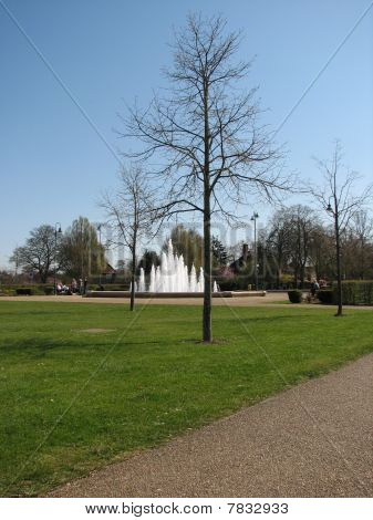 Distance Fountain