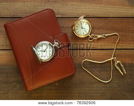 Agenda with pocket watches
