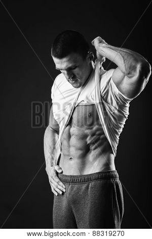 Bodybuilder showing his press