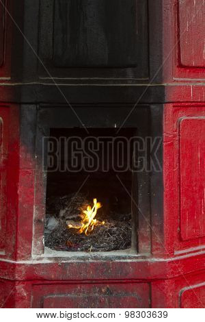 Flamme in Fireplace in a temple in Bangkok