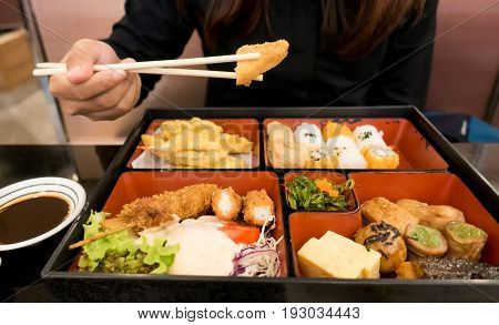 Women Eating  Bento Box Set