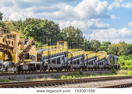 Diesel shunting locomotive with wagons equipped with complexes for the construction and repair of railway tracks