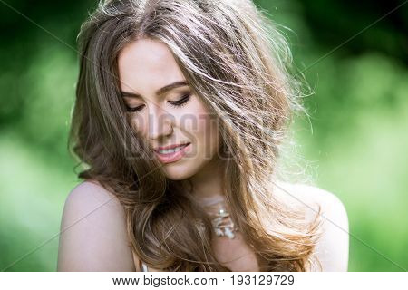 Closeup brunette bride with fashion wedding hairstyle. Wedding day of beauty woman. Fashionable brunette model outdoors
