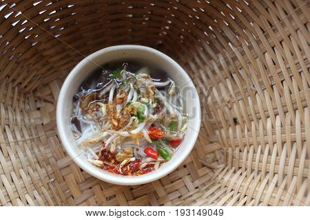 The Thai vermicelli in the basket weave