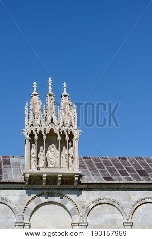 Some interesting particulars of The cathedral of the Assumption at the center of the Piazza dei Miracoli a medieval cathedral. A masterpiece of Romanesque architecture it is the visibile testimony of the prestige and wealth achieved by the Republic of Pis