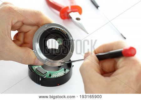 expert is working on an optical lens