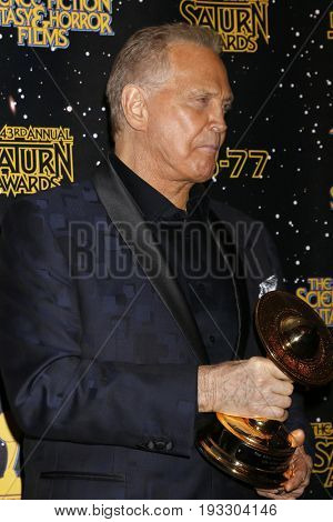 LOS ANGELES - JUN 28:  Lee Majors at the 43rd Annual Saturn Awards - Press Room at the The Castawa on June 28, 2017 in Burbank, CA