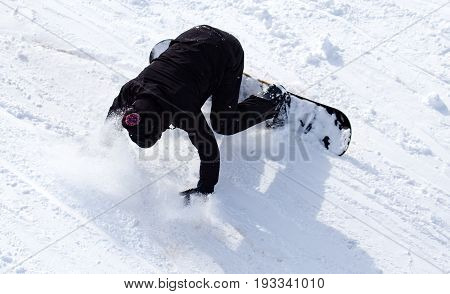 Snowboarder fell in the snow at speed .