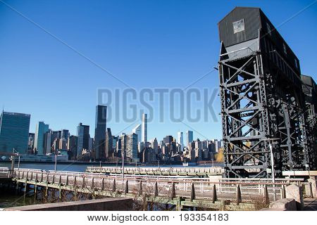 Pier at Gantry Plaza State Park pier and buildings in Manhattan