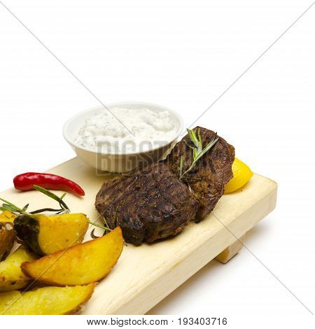 Juicy beef medallions with frit potatoes in combination with Tar-Tar sauce.