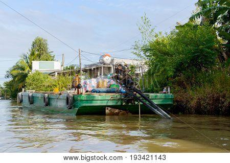Cargo Ship, Barge Loading