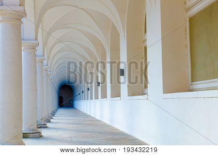 Arcade, Colonnade gallery
