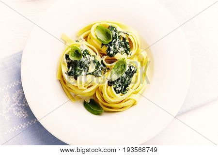 Tagliatelle with Spinach and Gorgonzola Sauce
