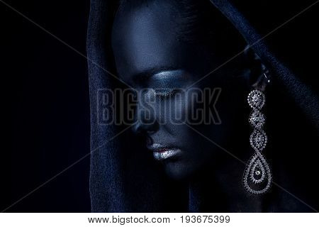 Fashion jewellery concept. Portrait of a beautiful young woman with perfect black skin and Diamond jewelry. Body painting project.