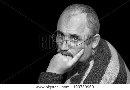 Black and white portrait of a Caucasian man with thoughtful look