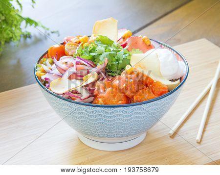 Ensalada asiática de pescado. Asian fish salad.