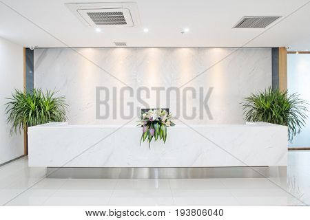 design and decoration of reception space in modern office