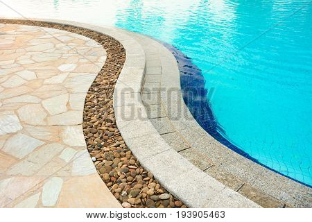 Curved swimming pool coping made of stones