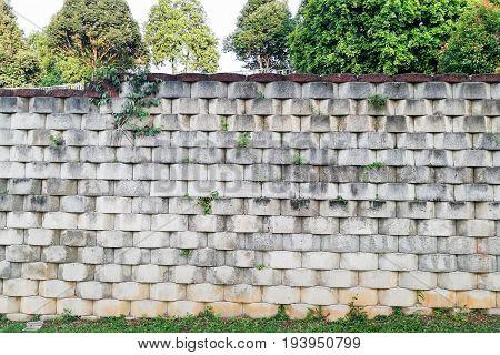 Interlocking Designed Retaining Wall To Manage Earth Erosion