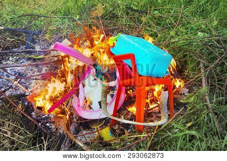 The Burning Of Plastic Debris Gives Off A Huge Amount Of Toxic Carcinogens, And Which Does Not Decom