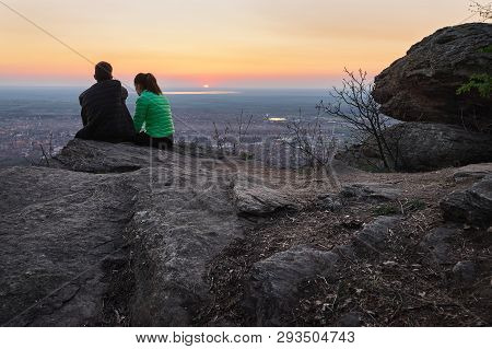 People In Nature In Sunset. People In Nature. Beautiful Couple In Sunset. Beautiful People. Happy Pe