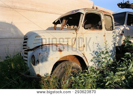 Abandoned Truck In The Scrapyard, Abandoned Truck In The Scrapyard, Damaged Truck, Cars Rusting, Ant