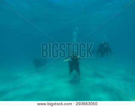 Great Barrier Reef, Australia - Oct 13, 2015: 3 Scuba Diving Tourist Are Swimming At The Great Barri