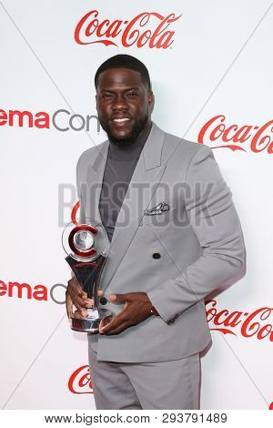 LAS VEGAS - APR 4: Kevin Hart attends The CinemaCon Big Screen Achievement Awards at OMNIA Nightclub at Caesars Palace during CinemaCon on April 4, 2019 in Las Vegas, Nevada.