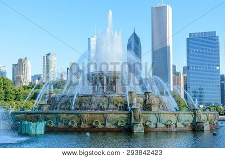 Chicago, Illinois, Usa - September 3, 2018: Buckingham Memorial Fountain In Grant Park And Chicago S