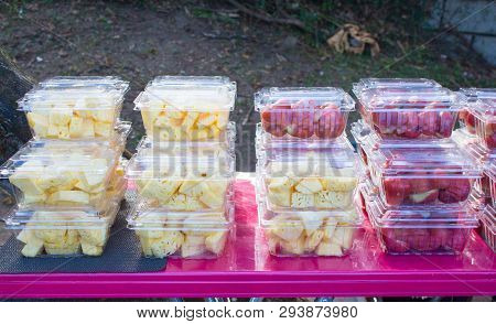 Mixed Fruit In Plastic Box Packaging For Organic Healthy